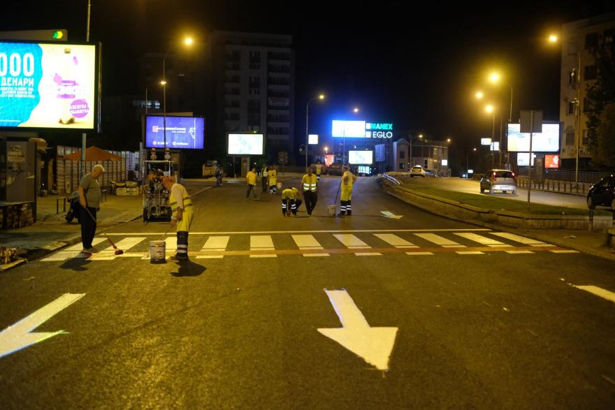 Куршуми летале околу тезгите: Вечерва престрелка на Бит Пазар