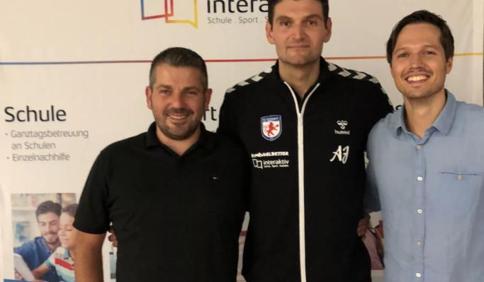 """Ракометарот Ацо Јоноски испрати хуманитарна помош за училиштето """"Јосип Броз Тито"""" во Струга"""