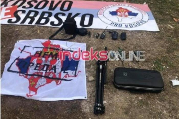 Уапсени Чеси со антикосовски арсенал: дронови, српски знамиња и трапспаренти, радиоврски, камери