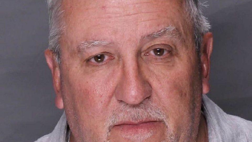 Сенатор приведен за педофилија, во телефонот му пронашле фотографии