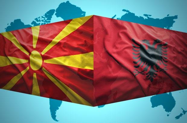 Пецас: Не може да има раздвојување на европскиот процес на Македонија и Албанија