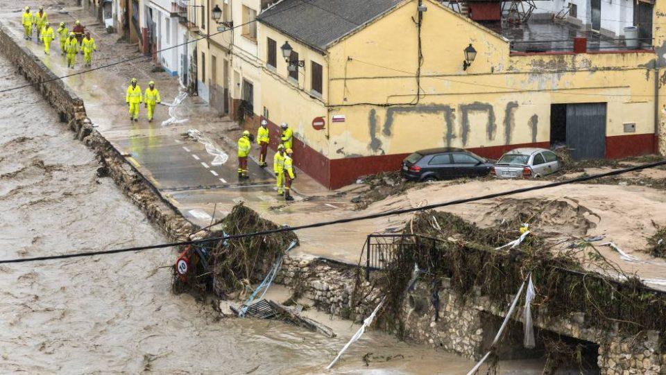 Црвен метеоаларм во Шпанија, невреме какво не е запаметено