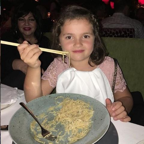 Карлеуша ја стави 10-годишната ќерка на строга диета