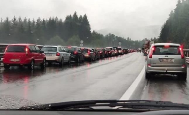 Невидена трагедија на автопат: Девојка се враќала од одмор, загинала кога се обидувала да му пријде на бебето