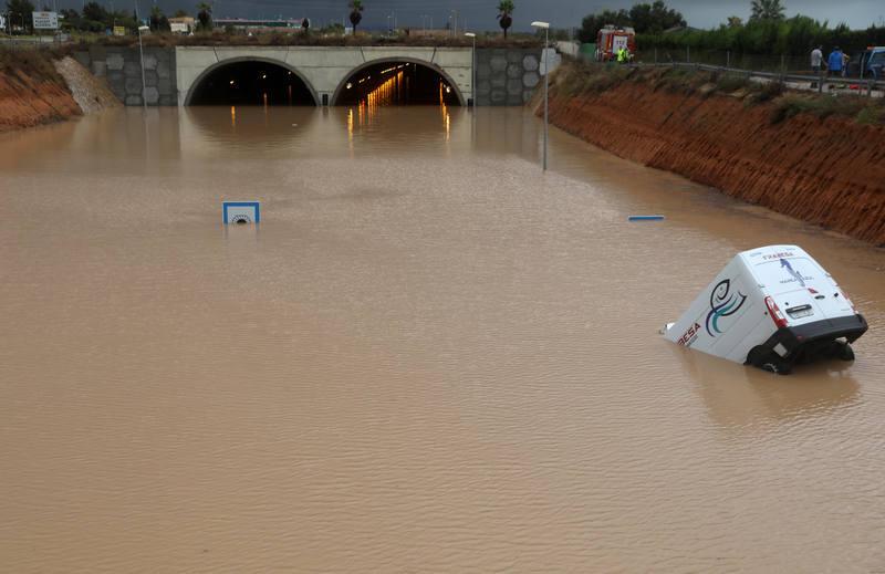 Заглавил во поплавен тунел: Tрета жртва на невремето во Шпанија