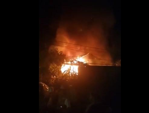 Голем пожар во Бутел, ЕВН ја исклучи струјата во населбата