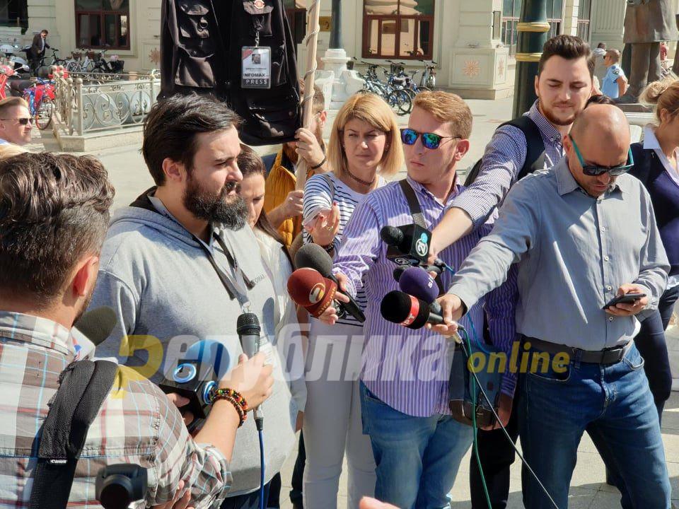 [Image: protest-man-ivona-talevska-aleksandar-mi...60x720.jpg]