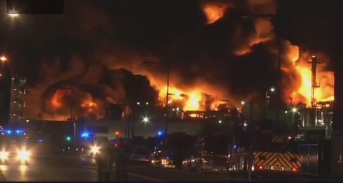 """Затворени сите училишта во Руан и соседните 11 општини поради пожарот во фабриката """"Лубризол"""""""