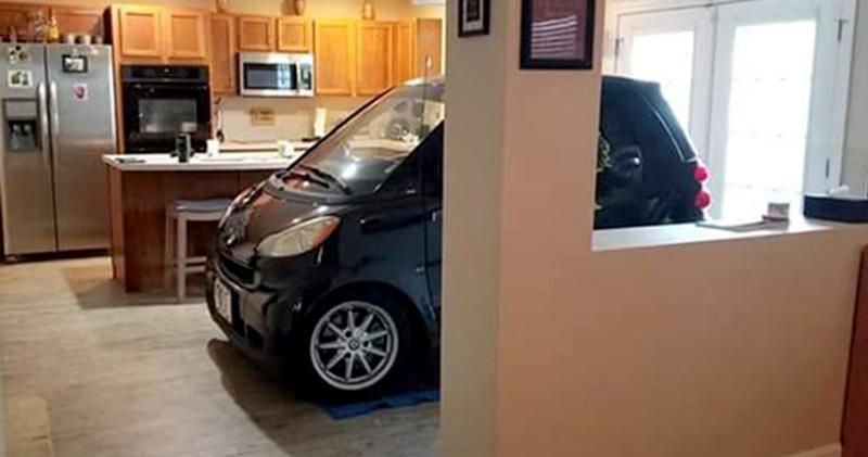 Ја паркирал колата во кујна за да не му ја однесе ураганот Доријан