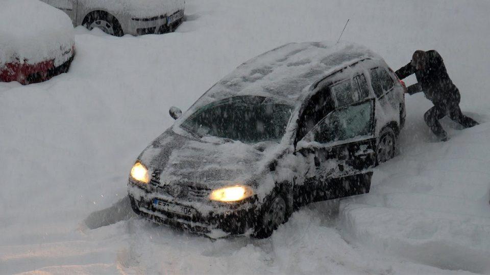 Оковани во мраз: Европа уште сега се соочува со студови и големи снегови