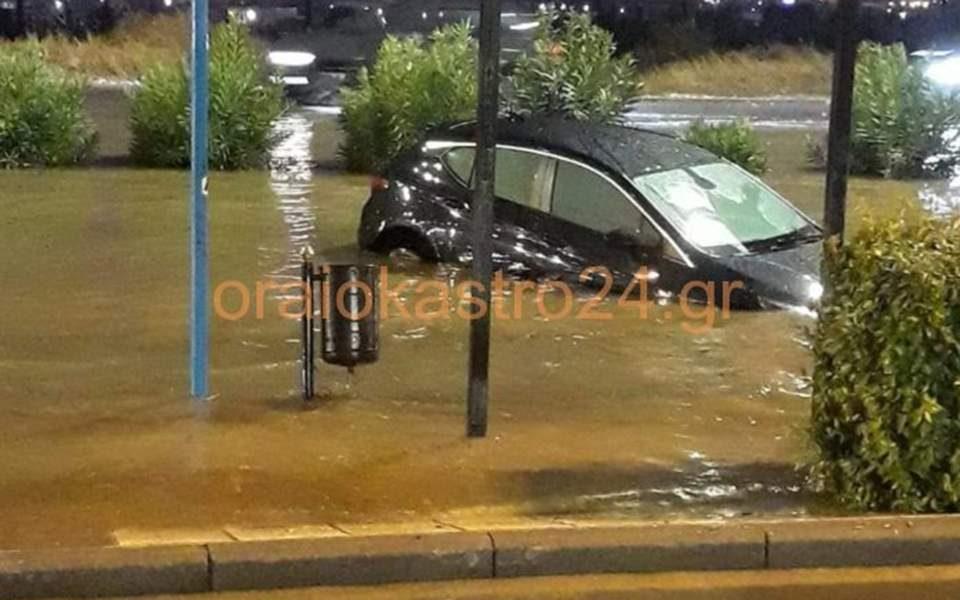 Потоп во Солун, невремето предизвика хаос и големи материјални штети