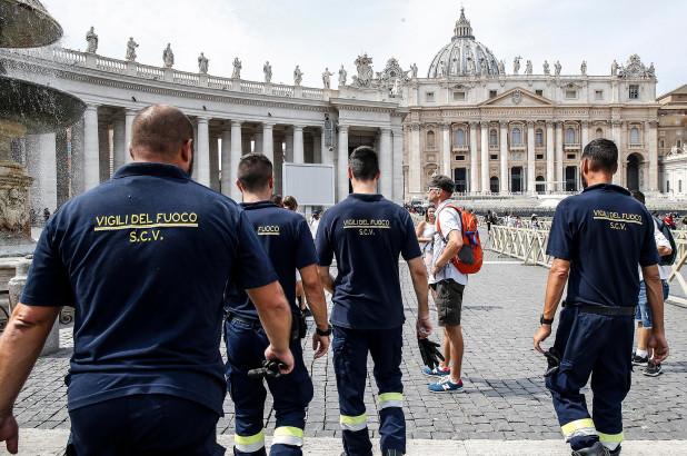 Папата Франциск се заглавил во лифт во Ватикан, гo извлекле пожарникари