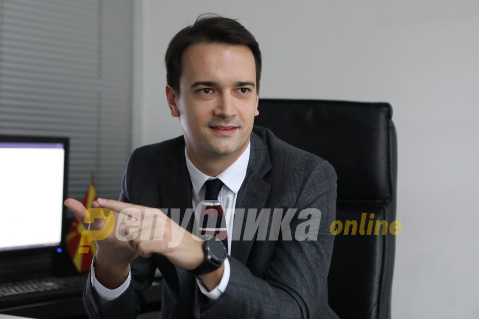 Нелоски: Освен скандалозната набавка на скала, истата фирма набавува спортска опрема за министерството на Шекеринска