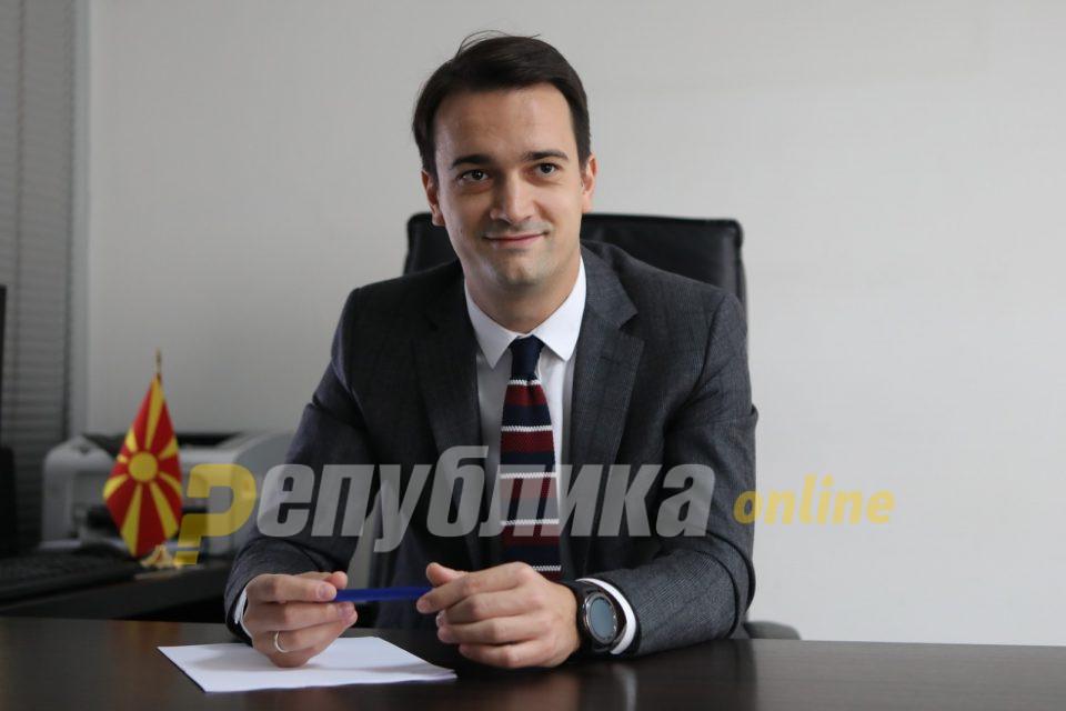 Ќе се вика Лена: Претседателот на Градскиот комитет Скопје на ВМРО-ДПМНЕ, Нелоски, доби ќерка
