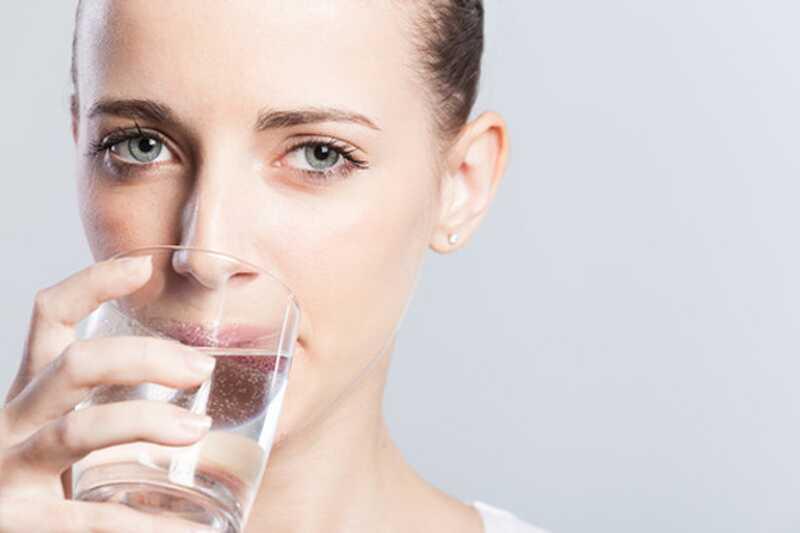 Вашето тело ви кажува колку вода треба да пиете во текот на топлите летни денови