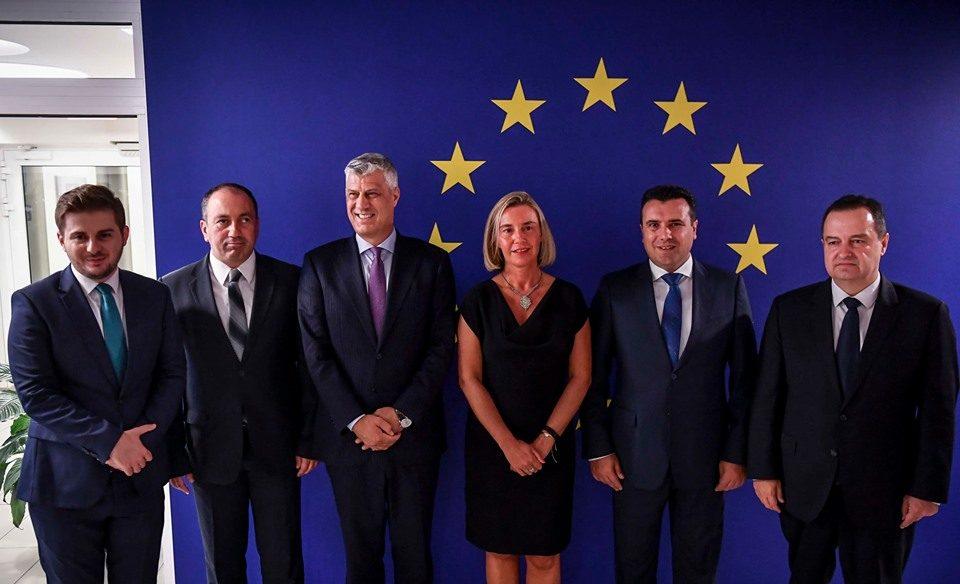 Заев: Очекуваме почеток на преговорите со ЕУ како резултат на заедничкиот успех