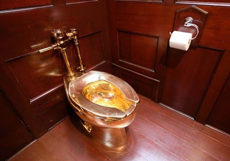 Уапсен 66-годишен маж, украл позлатената WC школка