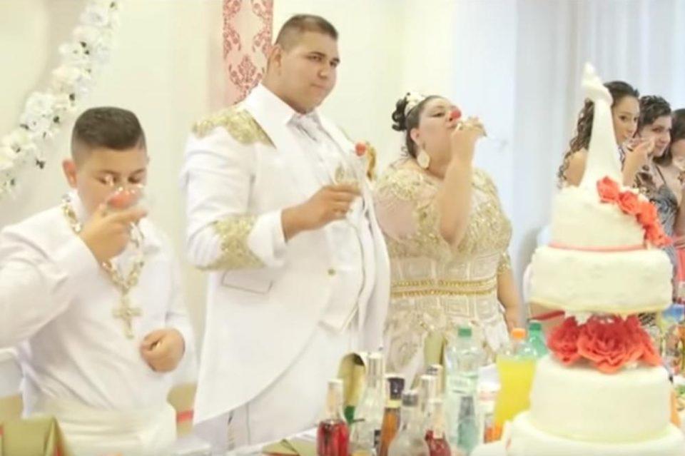 На свадба во Словачка, невестата во фустан од евра, момчето во смокинг од злато