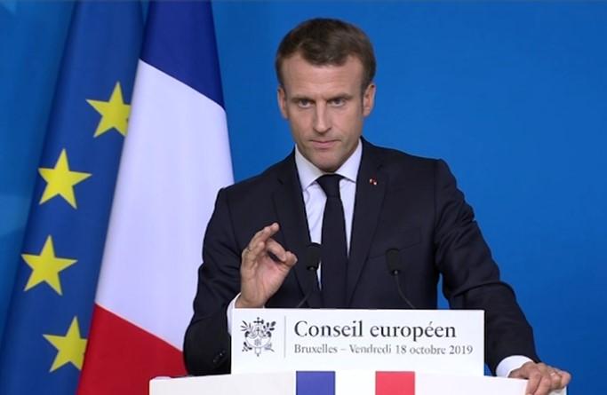 Расте довербата што Французите им ја даваат на претседателот Макрон и премиерот Филип