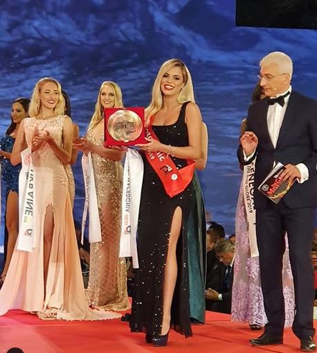 """Кристина Димитриевска ја освои титулата """"Мис фотогеничност"""" на """"Miss Globe 2019"""""""