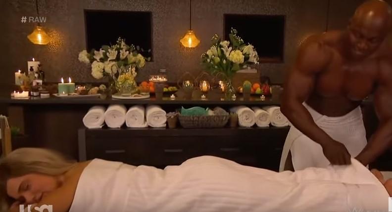 Секси кечерката Лана со провокативна масажа