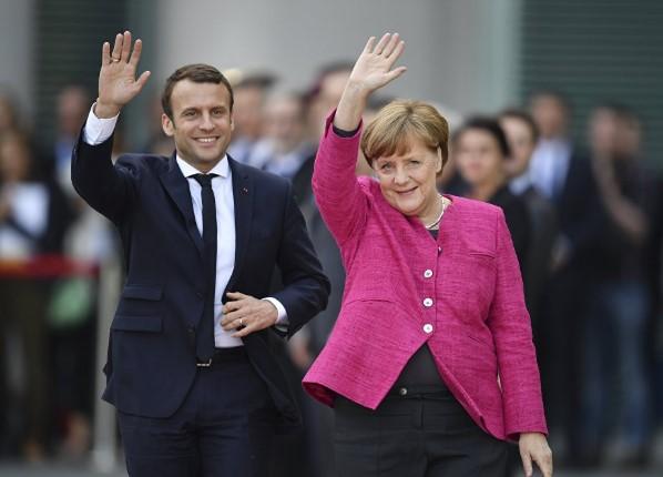 Брегзит главна тема, ќе разговараат ли и за датумот: Макрон и Меркел ќе се сретнат на југот на Франција