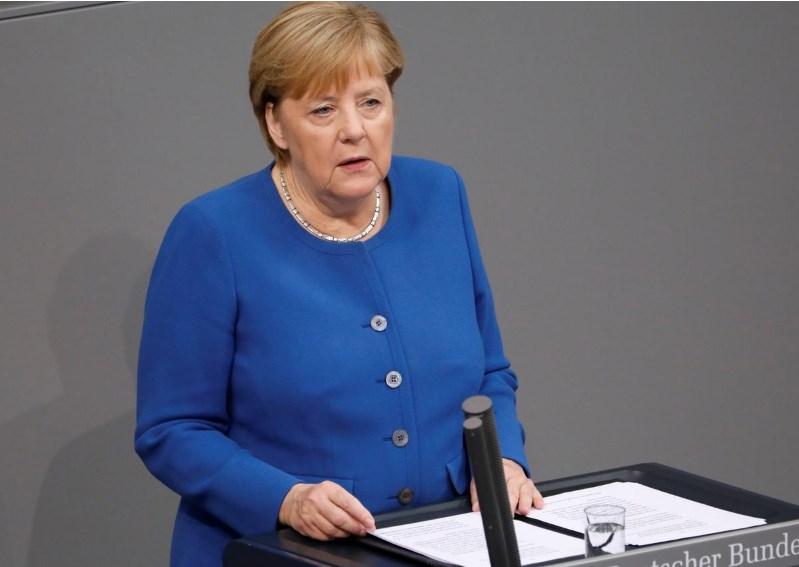 Меркел побара од Турција да ја запре офанзивата во Сирија