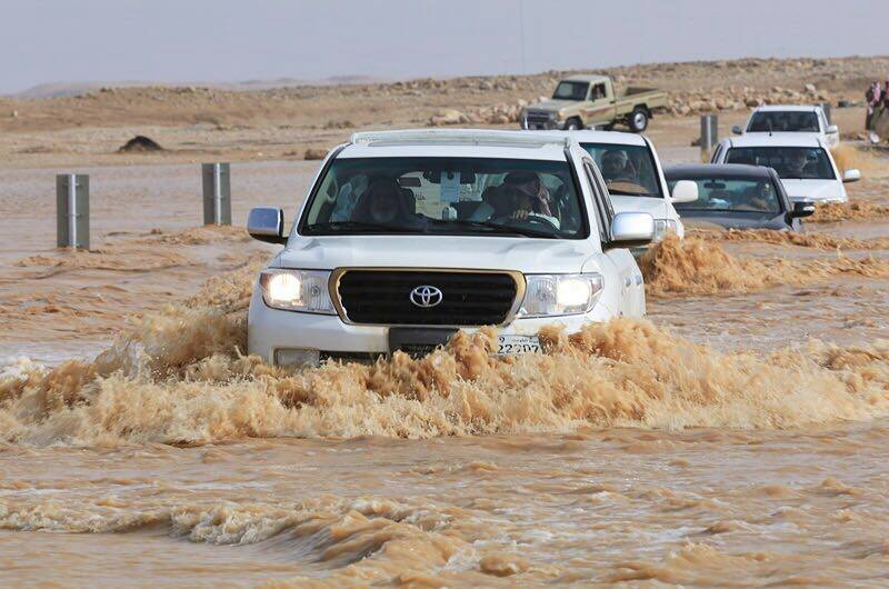 Седум лица загинаа од поројните дождови и поплави во источниот дел на Саудиска Арабија