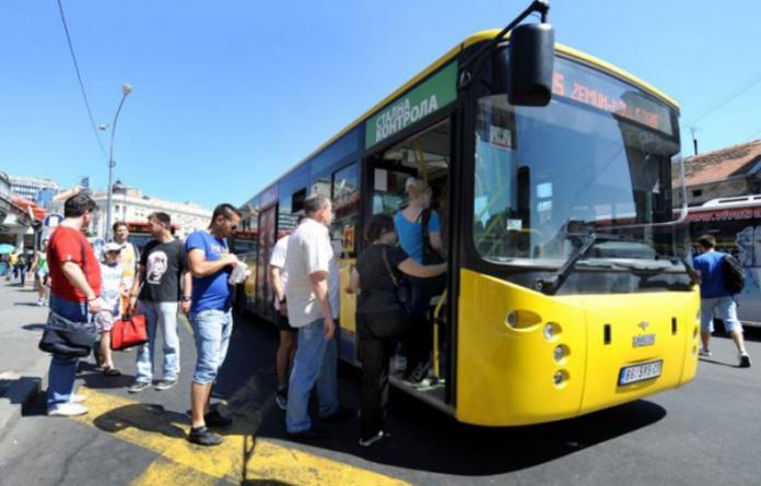 Тинејџер во Белград украл автобус и застанувал на секоја постојка