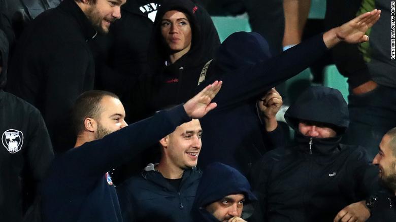 Стерлинг: Сочувствувам со Бугарија што вакви идиоти ја претставуваат на стадионот