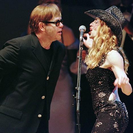 Елтон Џон: Мадона е евтина стриптизета!