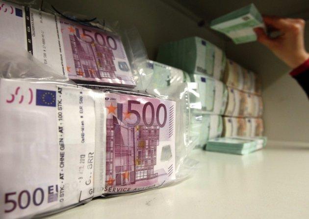 Млад тетовец за три недели украл 85.000 евра од касата на татко му