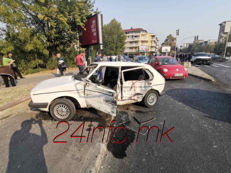 """Сообраќајка во Карпош: Џип поминал на црвено и удрил во """"голф"""", тројца повредени"""