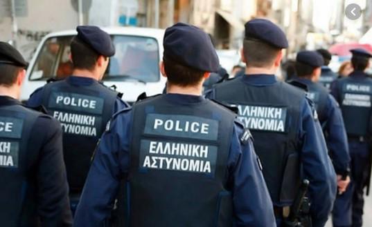 Грчки полицаец си го заборавил пиштолот во кафуле, не дошол ни да си го побара