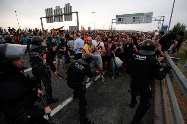 Повторно протести и судири во Барселона