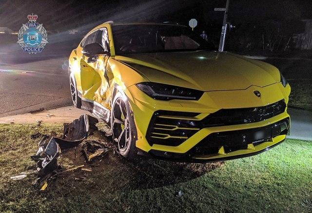 Тинејџер украл автомобил и се забил во скапоцено Ламборџини