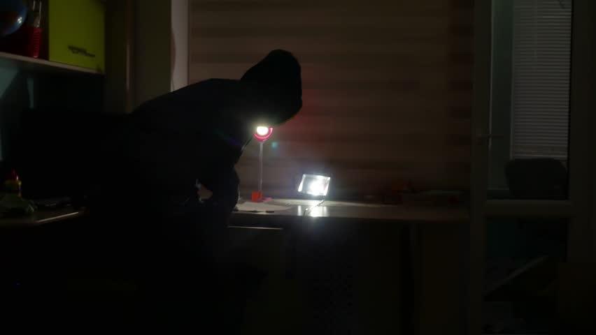 Фатен сериски крадец, за неколку месеци опустошил 12 фирми и домови