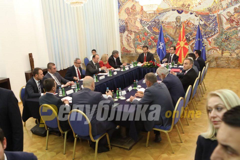 Лидерска средба кај Пендаровски, изборите пред одложување