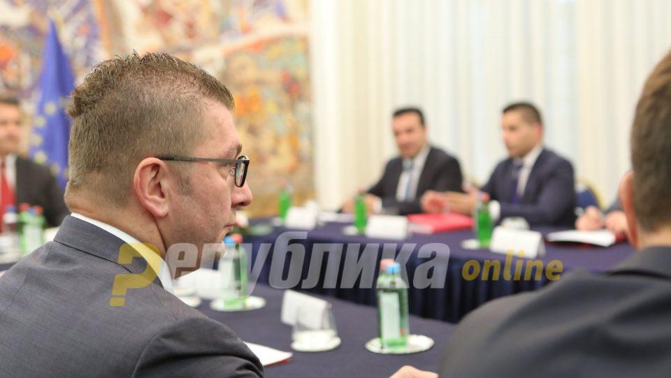 Мицкоски му порача на Заев дека бизнисот бара предвидлива економска и фискална политика