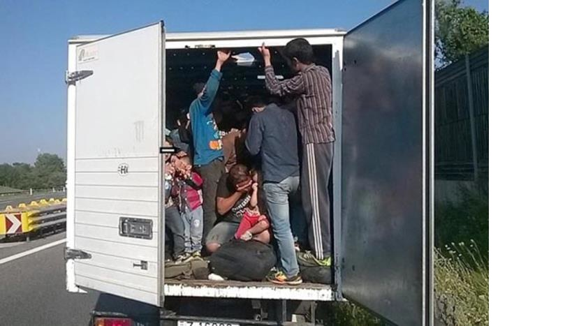 Фатени 148 мигранти напикани во два камиона