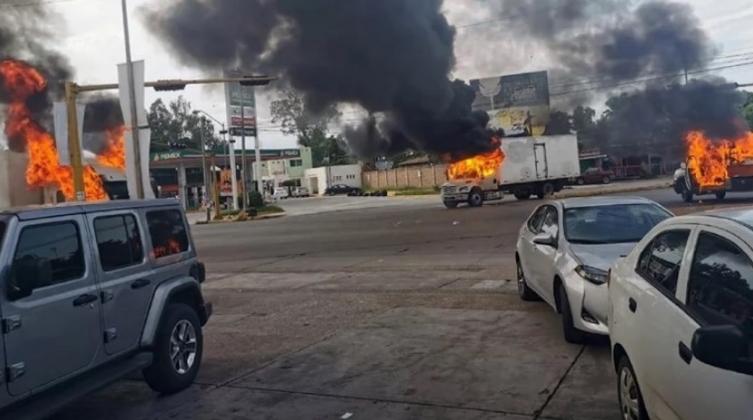 Апсењето на синот на Ел Чапо предизвика војна на улиците во Мексико