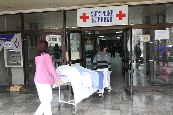 Претепаното момче во Карпош е во критична состојба, лекарите се борат за неговиот живот