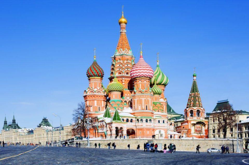Градоначалникот на Москва ги мотивира граѓаните: Вакцинирајте се и освојте автомобил