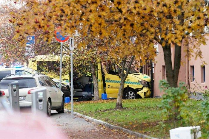 Осло: Се трага и по осомничена жена за инцидентот со украденото амбулантно возило