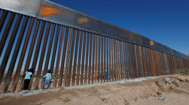 Забрзано се гради ѕидот на границата меѓу САД и Мексико