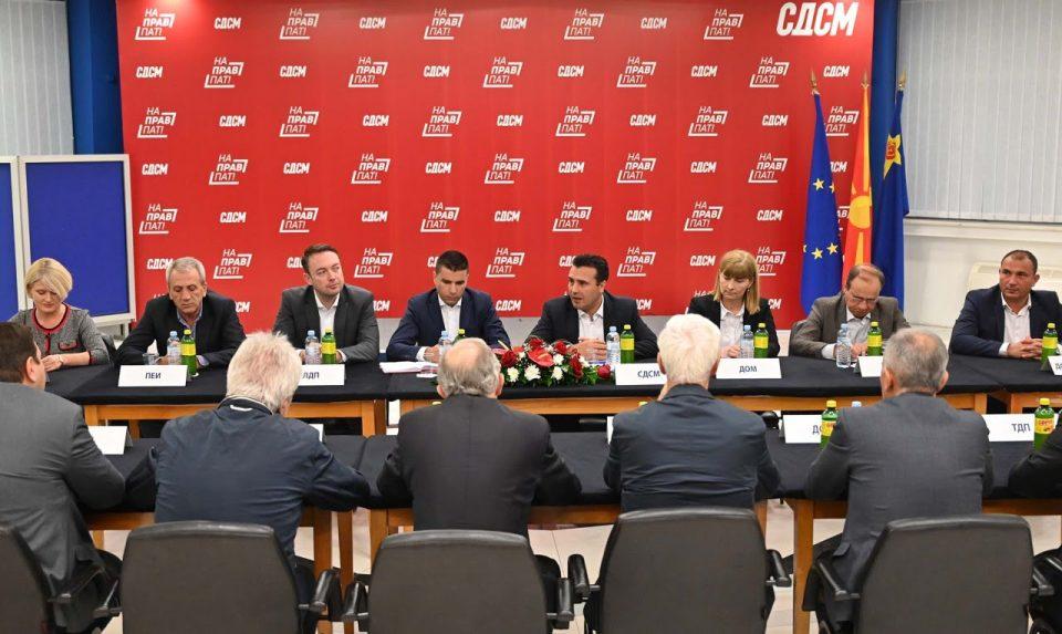 Колицијата на Заев се распаѓа, партиите преминуваат во коалиција со ВМРО-ДПМНЕ