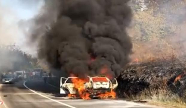Во близина на Ниш: Целосно изгоре автомобил во кој имаше брачен пар со деца