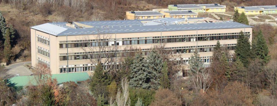 Протест на ПМФ: Вработените и студентите на Институтот за хемија ги бараат своите права