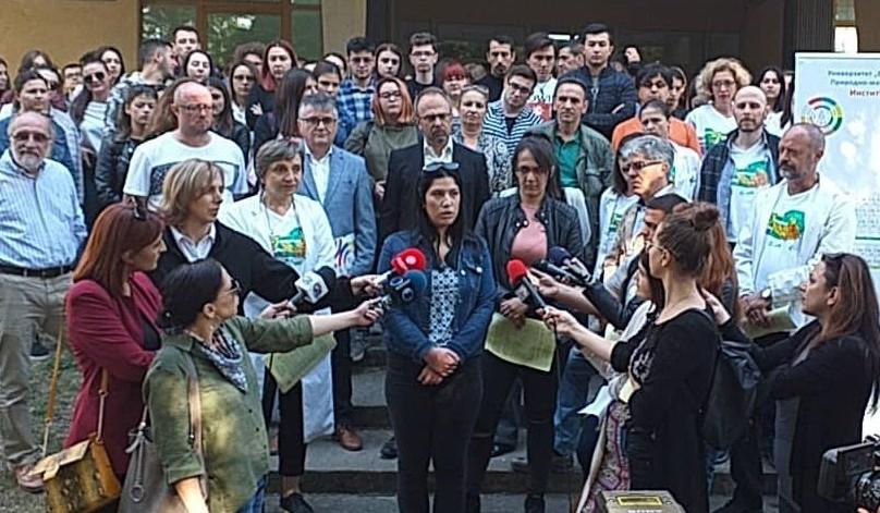 Вработените и студентите од Институтот за биохемија излегоа на протест