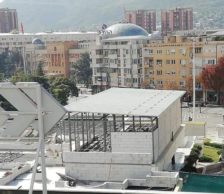 Зад бетонската тврдина на покривот на ГТЦ стои план за ресторан близок до власта